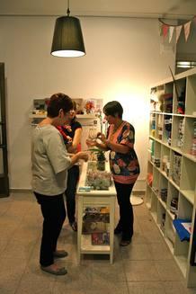 La tienda de Raquel y Beatriz comenzó a funcionar en octubre de 2011