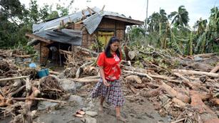 Ver vídeo  'El tifón 'Bopha' deja ya 325 muertos y una brutal devastación en Filipinas'