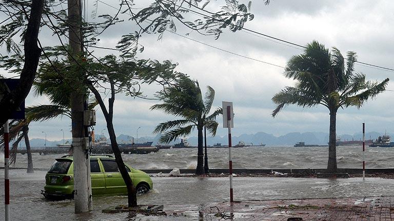 El tifón 'Haiyan' deja ya seis muertos en Vietnam tras arrasar Filipinas