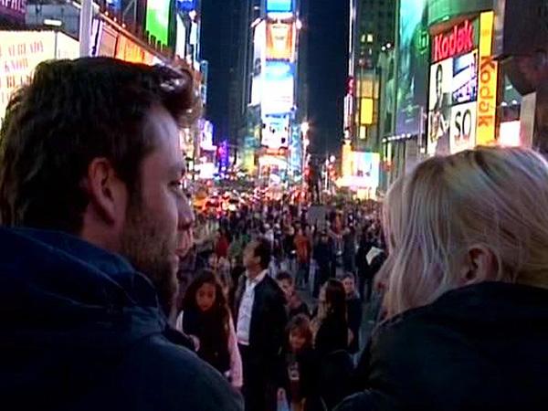 Times Square, en la esquina de la Avenida Broadway y la Séptima, es siempre un hervidero de gente -Buscamundos
