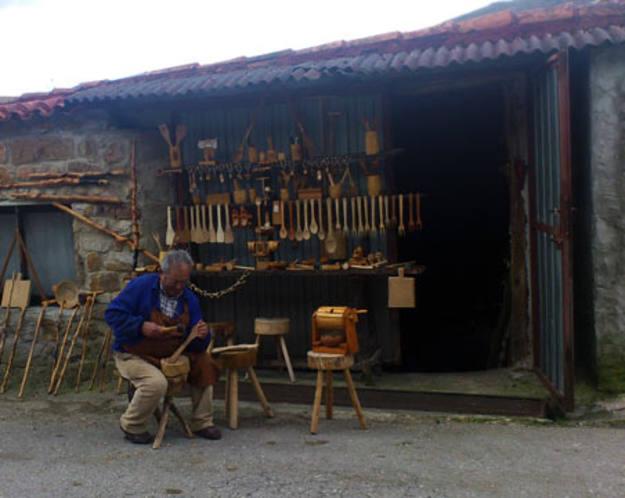 Los Tojos - Artesano en su taller