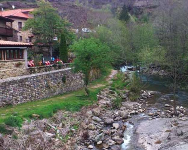 Los Tojos - Comer a la ribera del río Argonza
