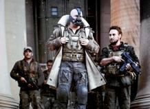 Tom Hardy es Bane, responsable de dejar paralítico a Batman en los cómics