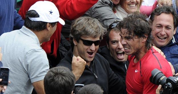 Toni Nadal celebra con su sobrino Rafa su séptima victoria victoria