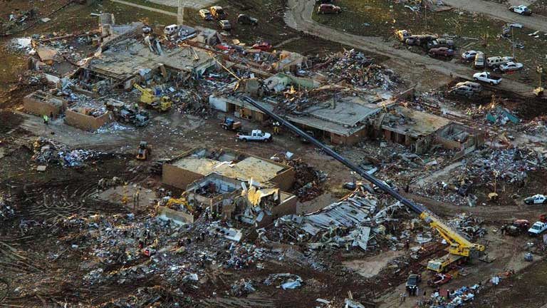 Las autoridades mantienen la cifra de 24 fallecidos en el tornado de Oklahoma