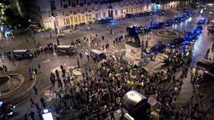 Ver vídeo  'En torno a las cinco de la madrugada la policía desalojó la Puerta del Sol'