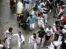 Los toros de la ganadería de El Pilar dejan un peligroso encierro con tres heridos por asta de toro y tres contusionados en San Fermín 2013