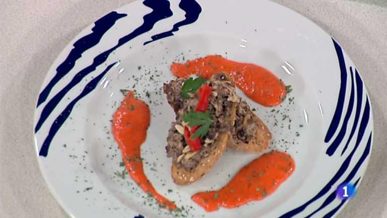 Cocina con Sergio - Tostas de pan de pipas y revuelto de morcilla