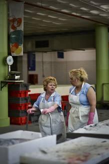 Trabajadoras en un mercado de Lisboa