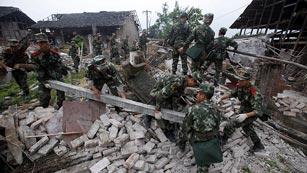 Ver vídeo  'Trabajo contrarreloj en China para buscar supervivientes del terremoto'