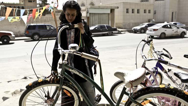 Tráiler de 'La bicicleta verde', de Haifaa Al Mansour, la primera película dirigida por una mujer de Arabia Saudí