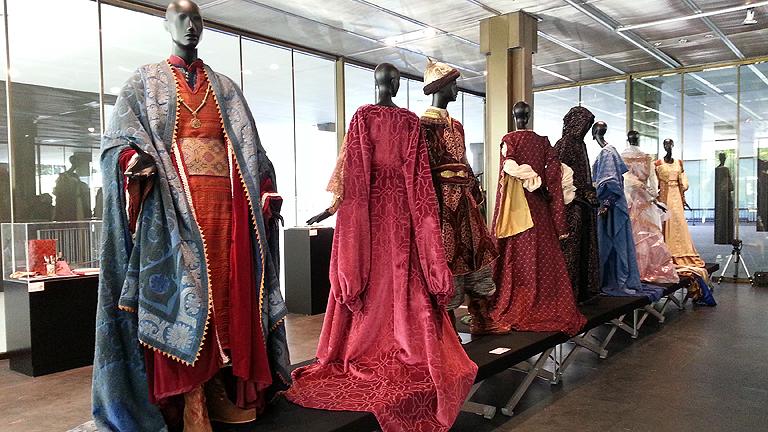 Isabel - Los trajes de la serie en una exposición