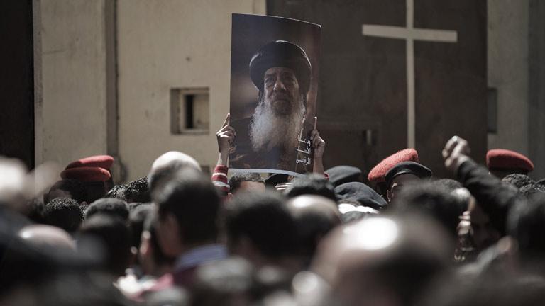 Una treintena de heridos en el funeral por el papa copto Shenuda III en El Cairo