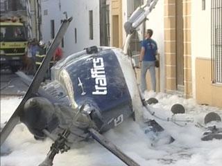 Ver vídeo  'Tres heridas al caer un helicóptero en Cádiz'