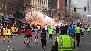 Ver vídeo  'Tres muertos en dos atentados en Boston'