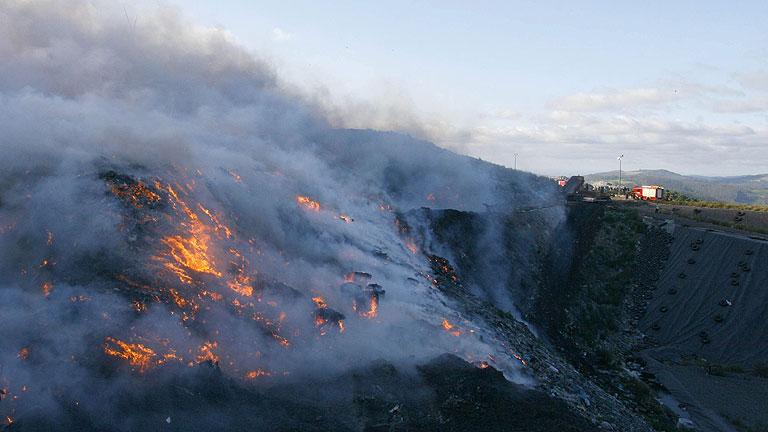 Tres muertos, entre ellos una menor, por el incendio del Empordà que arrasa 13.000 hectáreas