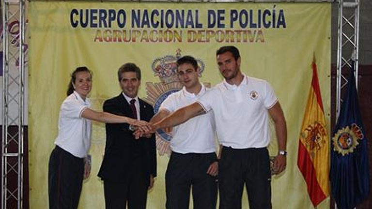 Tres polic&iacut