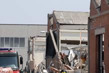 Tres trabajadores han muerto cuando el techo de este almacén de San Felice sul Panaro se ha venido abajo
