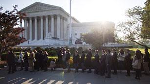 Ver vídeo  'El Tribunal Supremo comienza a debatir la ley de inmigración de Arizona'