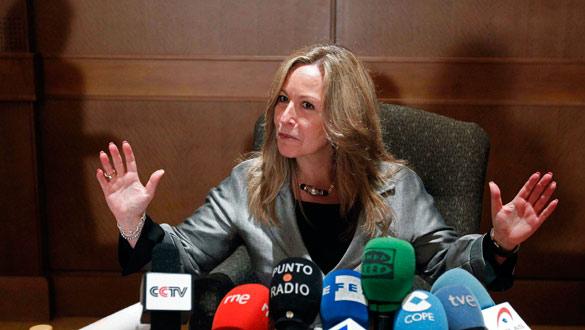 La ministra de Exteriores, en su rueda de prensa en Abu Dabi.