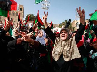 Ver vídeo  'Trípoli se mantiene tranquilo a la espera del entierro de Gadafi'