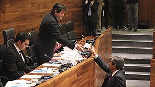 Ver vídeo  'El TSJ de Asturias ordena repetir la votación de los emigrantes en la circunscripción occidental'