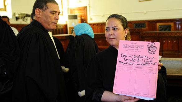 Los abogados de Ben Alí, ante el tribunal que le juzga en rebeldía en Túnez.