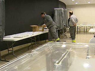 Ver v?deo  'Últimos preparativos para la jornada electoral catalana'