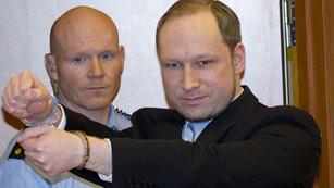 Ver vídeo  'El ultraderechista Anders Behring Breivik, acusado de terrorismo por los atentados de Oslo'