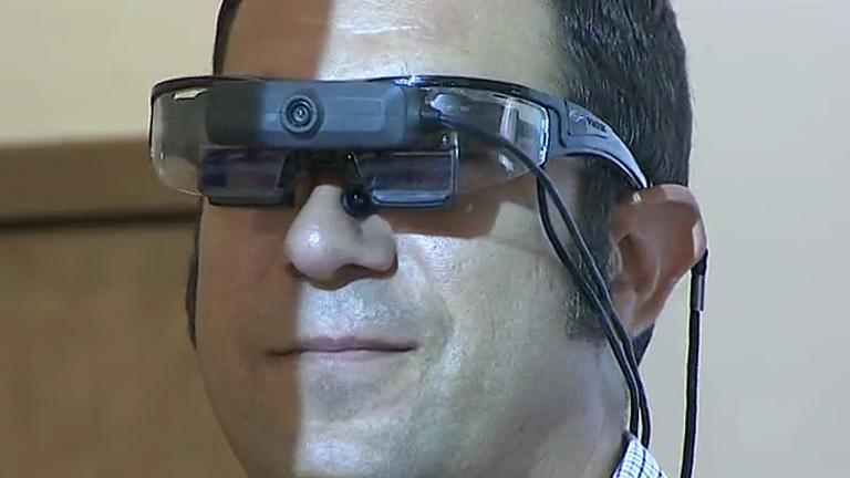 Unas gafas inteligentes facilitan la comunicación del profesor con los alumnos