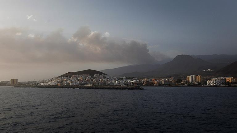 Uno de los frentes del incendio de Tenerife podría llegar al Parque Nacional del Teide