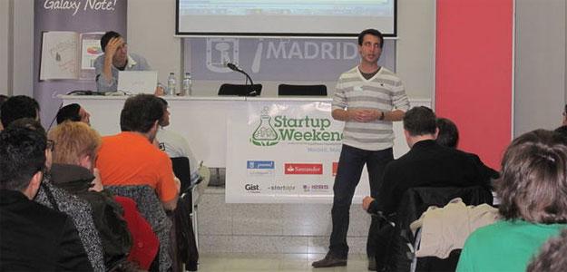 Uno de los participantes en la Startup Weekend explica su proyecto