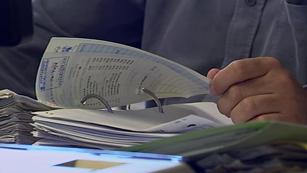 Ver vídeo  'Unos 5.000 ayuntamientos han presentado cerca de dos millones de facturas pendientes de pago'