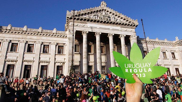 Uruguay se convierte en el primer país que legaliza la producción y venta de marihuana