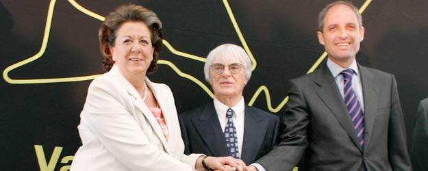 La alcaldesa de Valencia, Rita Barberá, el patrón de la F-1, Bernie Ecclestone, y el presidente regional, Francisco Camps, en la presentación del G. P. de Valencia en 2008.