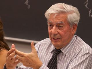 Ver v?deo  'Vargas Llosa: 'El Nobel en gran parte se lo debo a España''