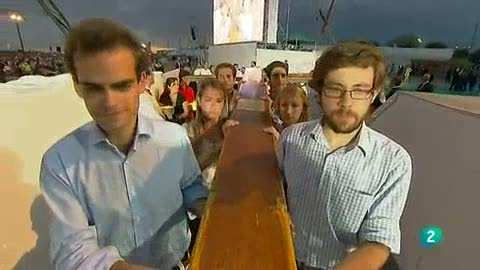 Ver vídeo  'Varios jóvenes portan la cruz de la JMJ'