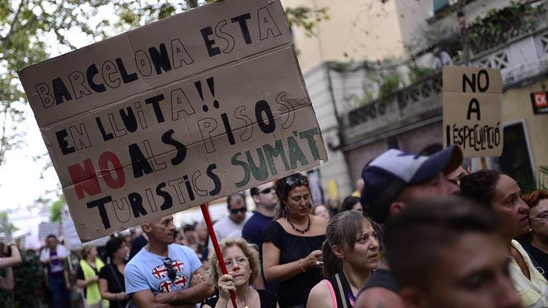 Los vecinos de La Barceloneta han vuelto a manifestarse en contra del turismo de borrachera