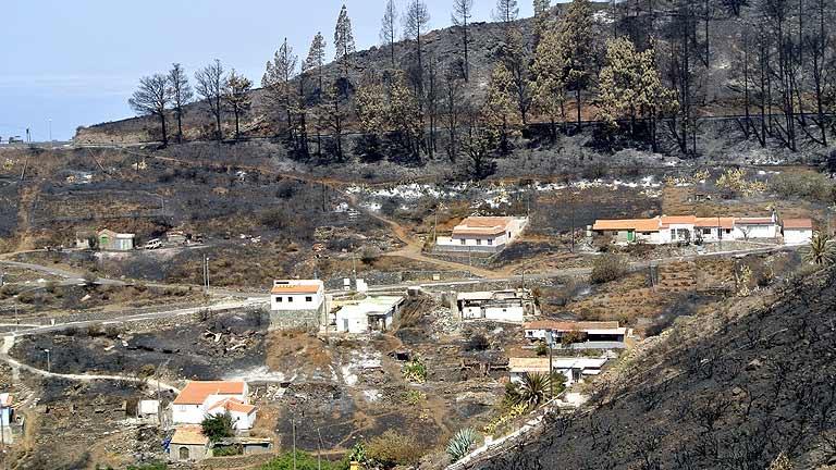Los vecinos de Vallehermoso, en La Gomera, comienzan a regresar a sus casas