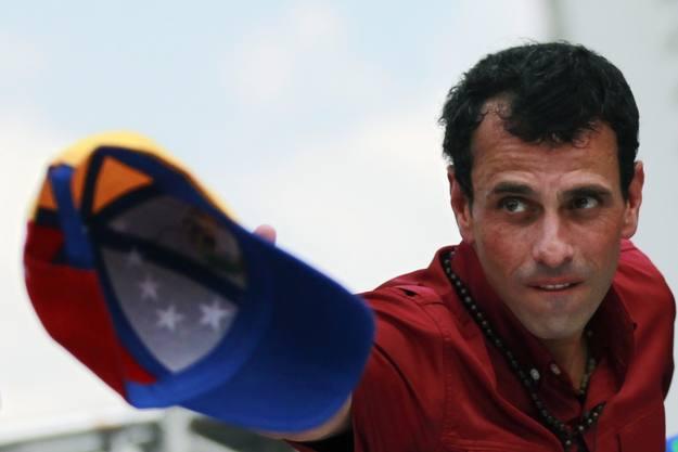 Henrique Capriles promete el cambio en Venezuela frente a 14 años de chavismo.