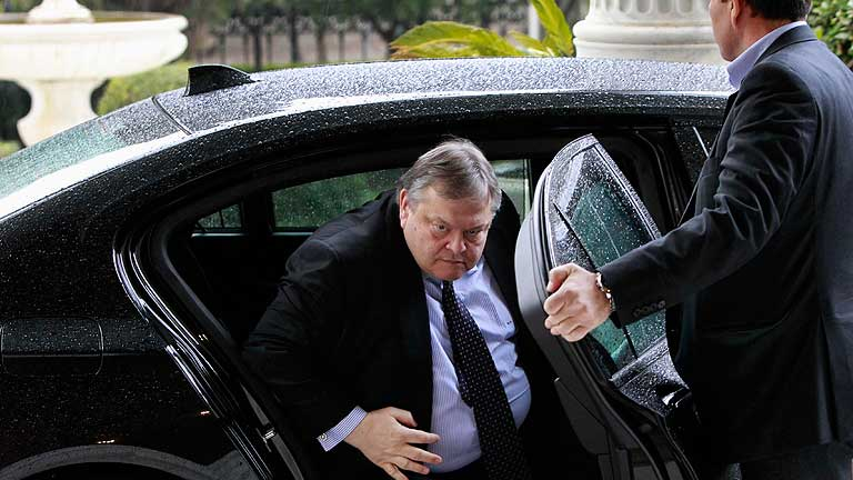 Venizelos: &quot;Grecia est&aacute; al borde del abismo&quot;, muchos quieren que deje el euro