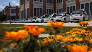 Ver vídeo  'Las ventas de coches eléctricos caen un 40% en el primer trimestre de 2013'