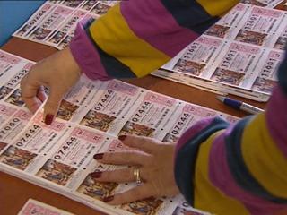 Ver vídeo  'Las ventas de lotería del Niño casi se han duplicado en Grañén'