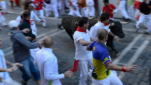 Ver vídeo  'Vertiginoso séptimo encierro de San Fermín 2012, de J.P Domecq'