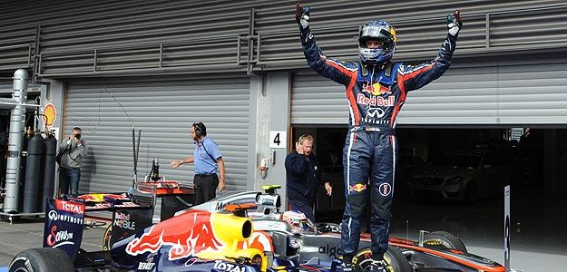 Vettel gana en un Spa muy revuelto y Alonso acaba cuarto
