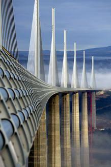http://img.irtve.es/imagenes/viaducto-millau/1242764259699.jpg