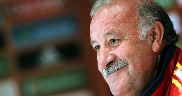 Vicente del Bosque, seleccionador nacional, feliz en la concentraci&oacute;n de Suiza