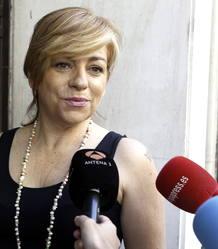 La vicesecretaria general del PSOE, Elena Valenciano, a su llegada a la reunión urgente de la dirección federal del partido convocada en la sede de la calle Ferraz.