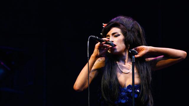 Hallan muerta en su domicilio de Londres a Amy Winehouse