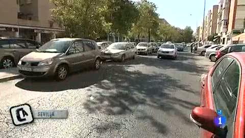 Ver vídeo  'Vidas paradas - Sevilla - El día a día de las oficinas de empleo'